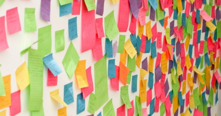Wall of post-it notes