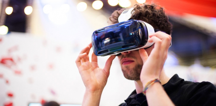 Using a virtual reality headset at the Jisc Digital Festival